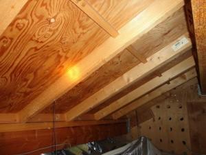 京セラ太陽光 施工事例 城陽市 屋根裏 垂木