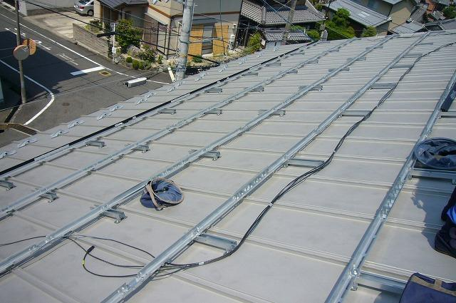 金属屋根に横桟を取付け
