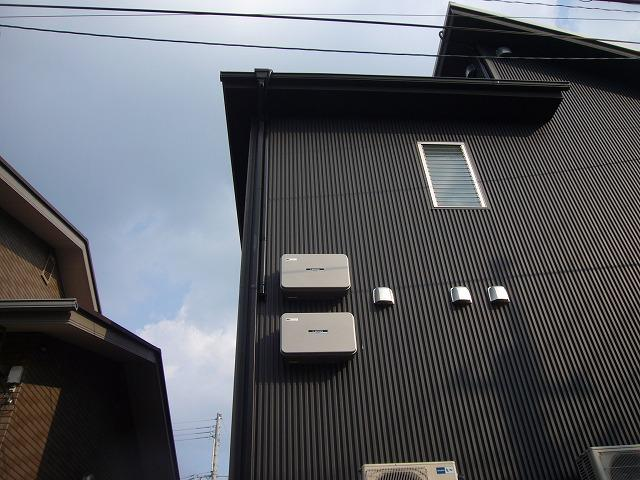 太陽光発電の配線をダクトで施工