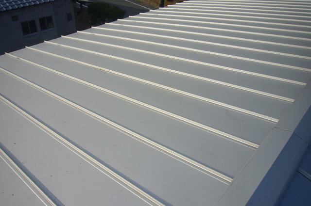 金属縦葺き屋根