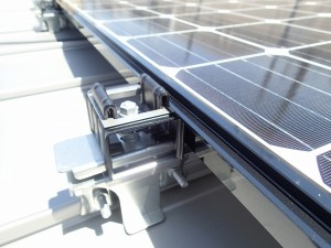 太陽光 穴を開けない施工方法