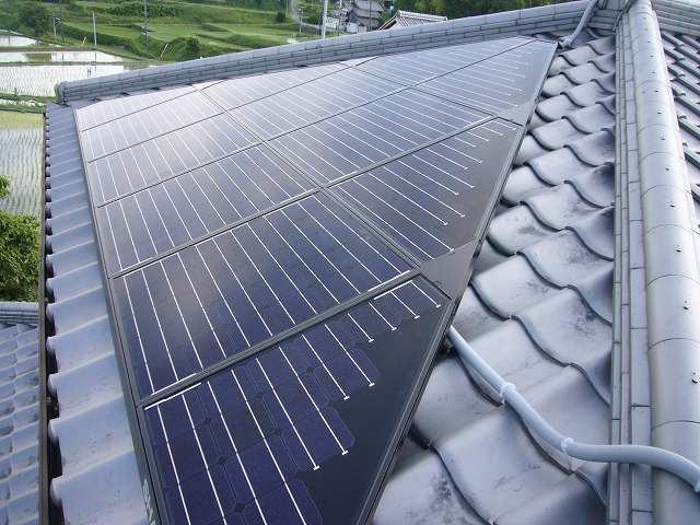 シャープ 和瓦に太陽光パネルの設置