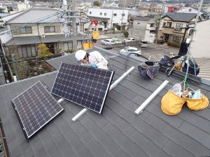 京都府城陽市 太陽光発電設置工事 パネルの取付