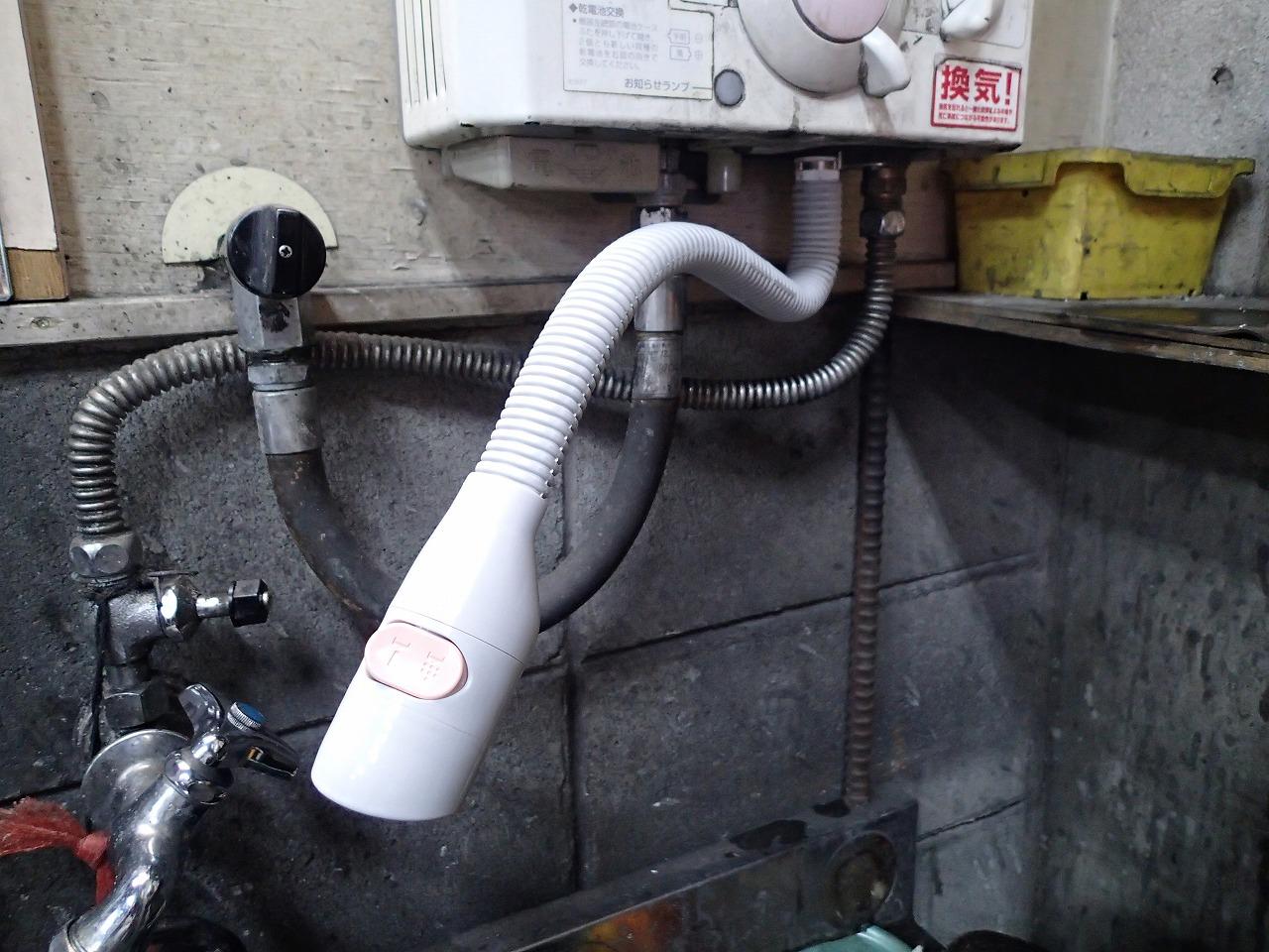 瞬間湯沸かし器ハーマンYR546 シャワー出湯配管