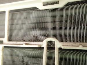 エアコン アルミフィンの汚れ