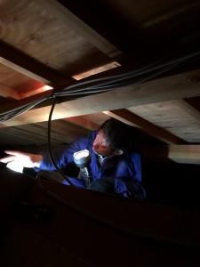 太陽光発電の屋根裏点検