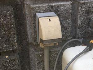 屋外用防水コンセントからの漏電