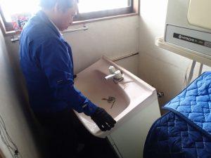 城陽市 洗面台入替工事 洗面台取外し