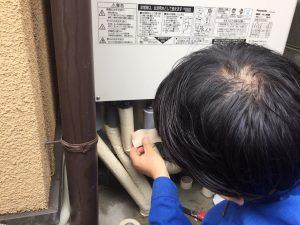 エコキュート工事 配管の保護テープ