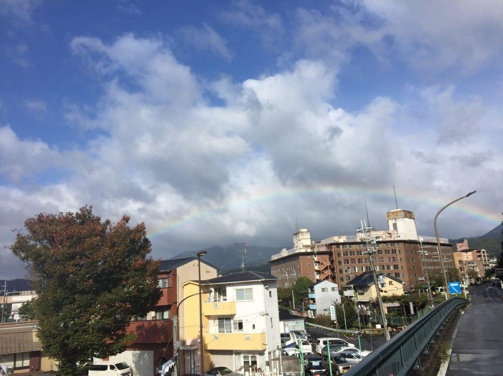 京都市内で台風の後に虹