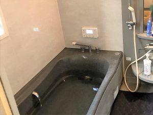 浴槽にお湯張りの試験