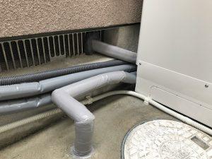 エコキュート 配管保温材仕上げ (2)