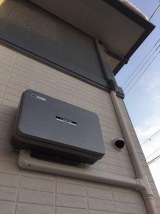 太陽光の配線をダクトで屋根からおろす