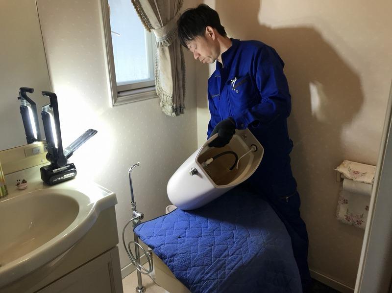 トイレ工事作業風景