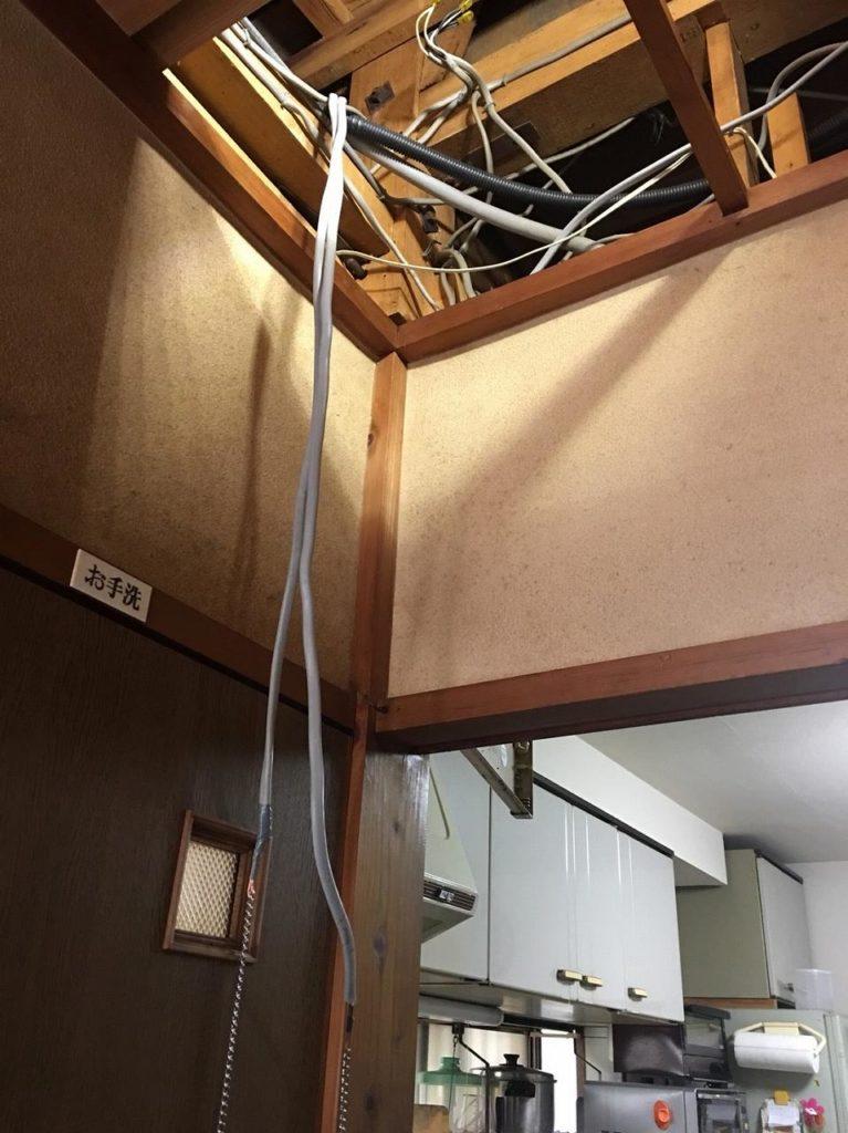 天井裏から配線工事