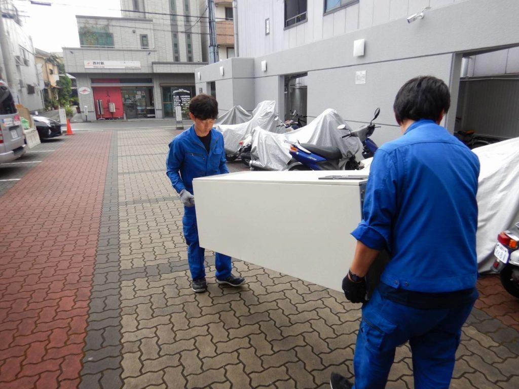 電気温水器を運搬