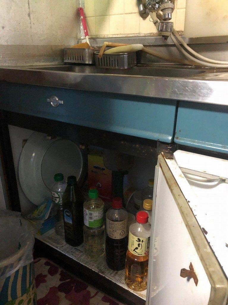 シンクの下で排水漏れ