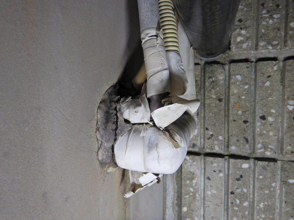 お湯の配管が保護されてれてない