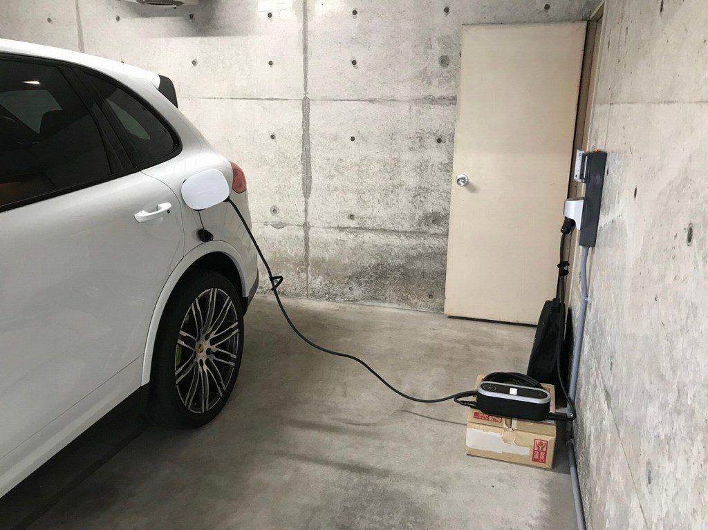 カイエンと電気自動車用コンセント