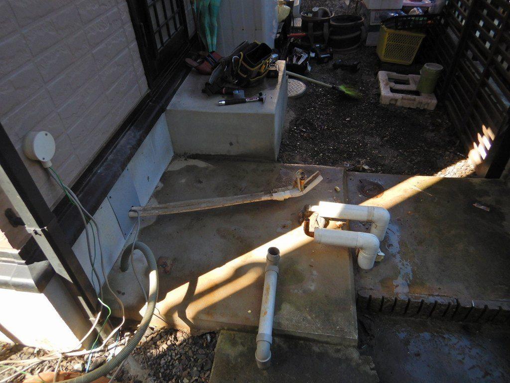 電気温水器撤去後の基礎