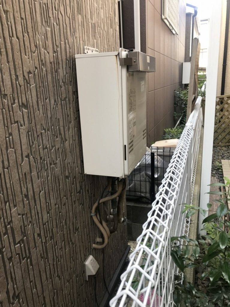 1 工事前 ガス給湯器の交換です