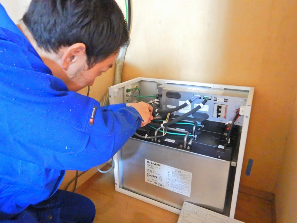 蓄電池の締め付け確認