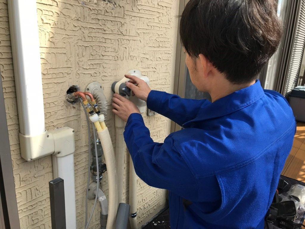 保温材で配管を保護