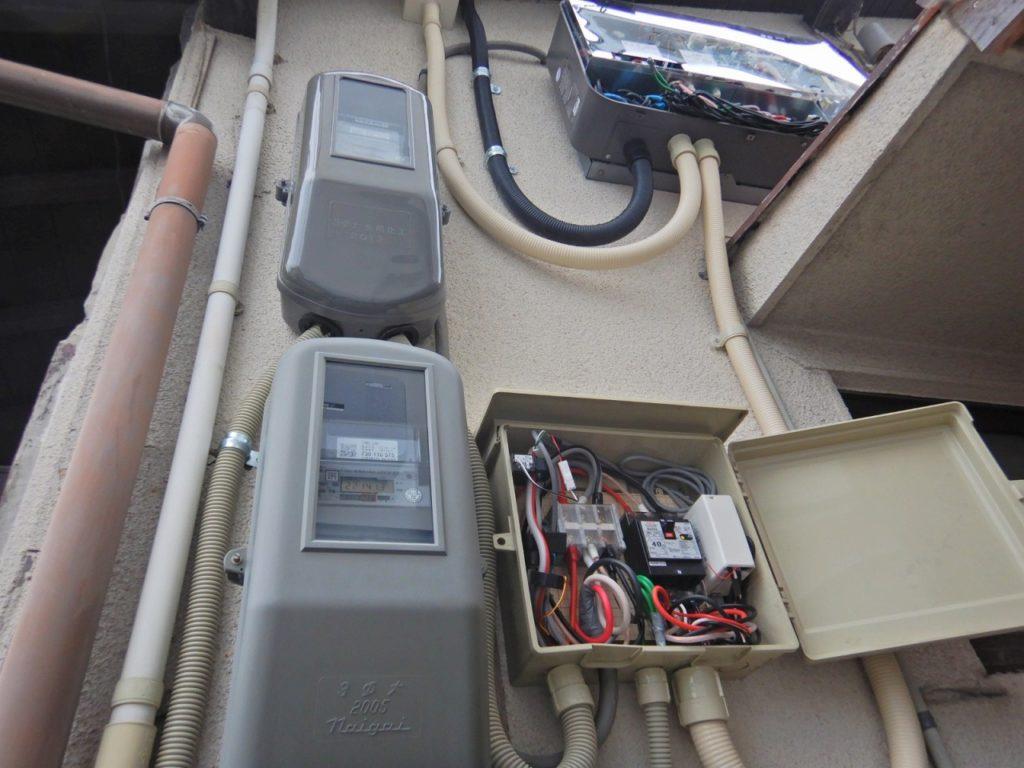 蓄電池用パワコンの配線の状態