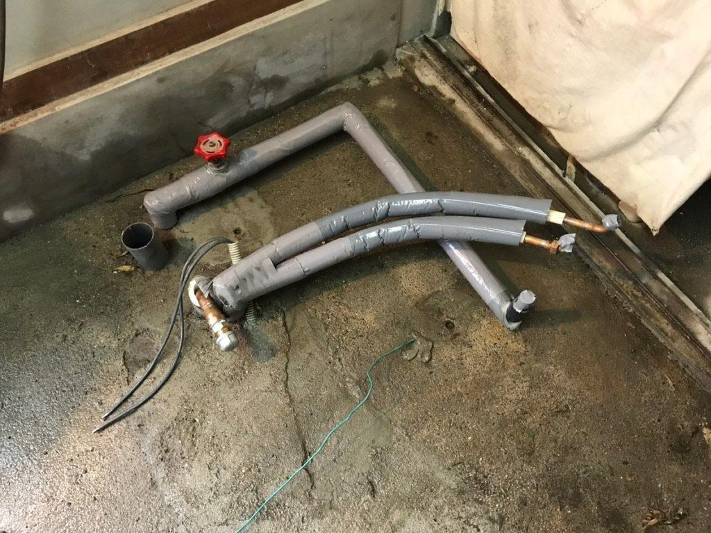 追い炊き配管を保温材で保護