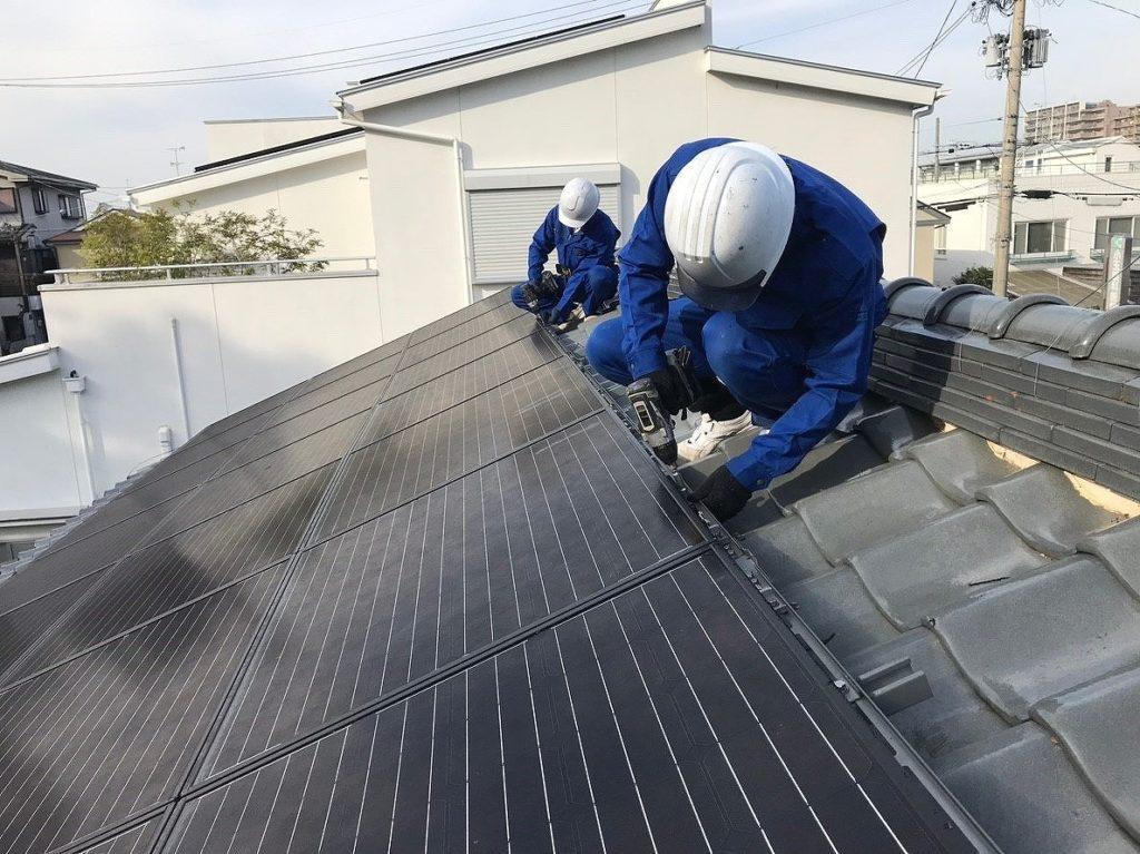 太陽光発電の金具の締め付け確認