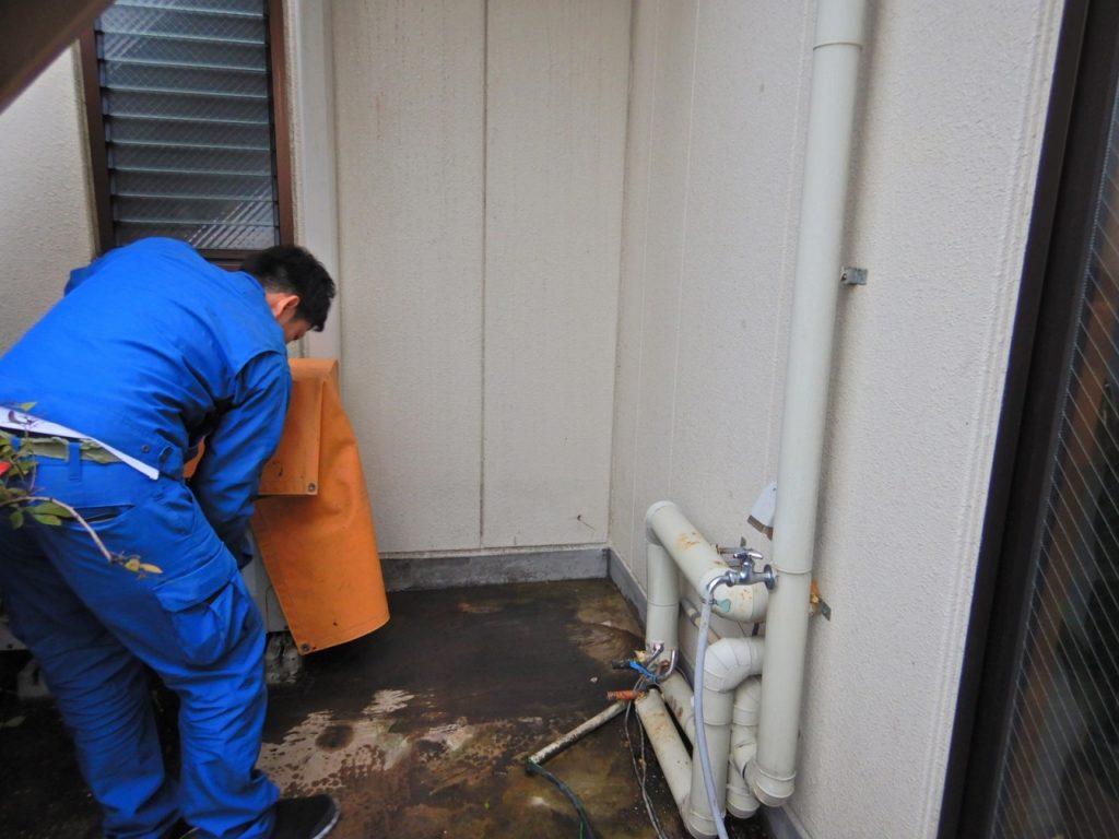 電気温水器撤去後に清掃