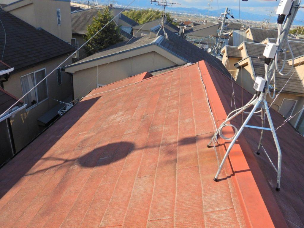 屋根から屋根裏までのアンテナ配線を交換