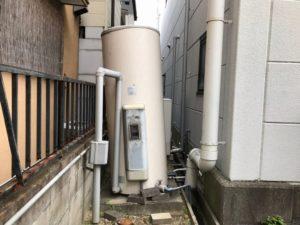 温水器が倒れそう