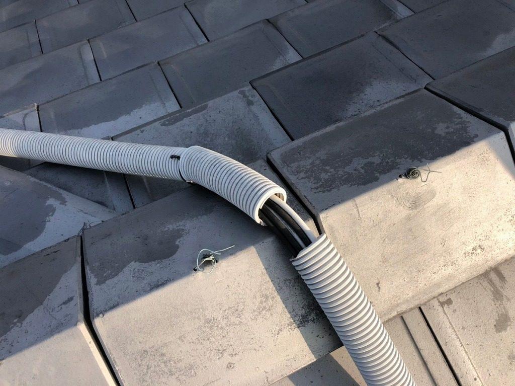 太陽光発電の保護管がボロボロ