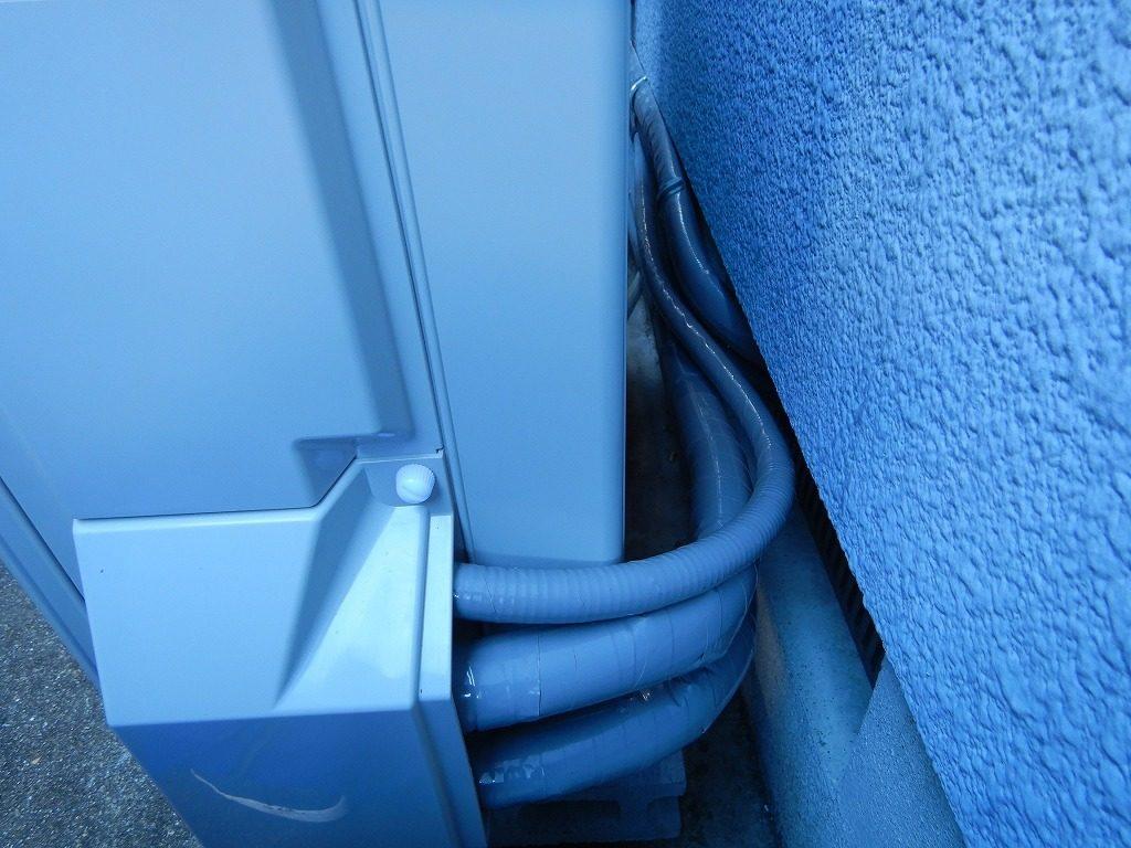 ヒートポンプ配管は根元まで保護