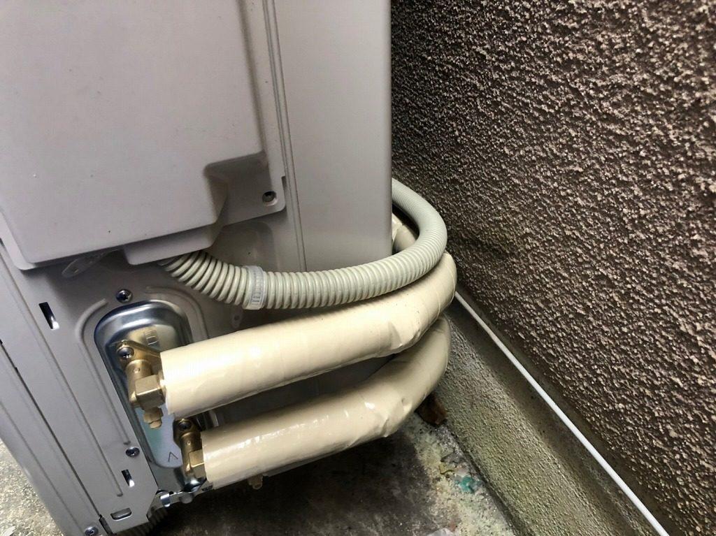 ヒートポンプ配管を断熱材で保護