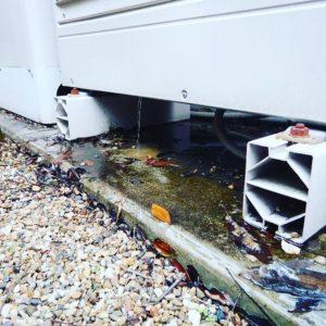 ヒートポンプ内部から水漏れ エコキュート故障
