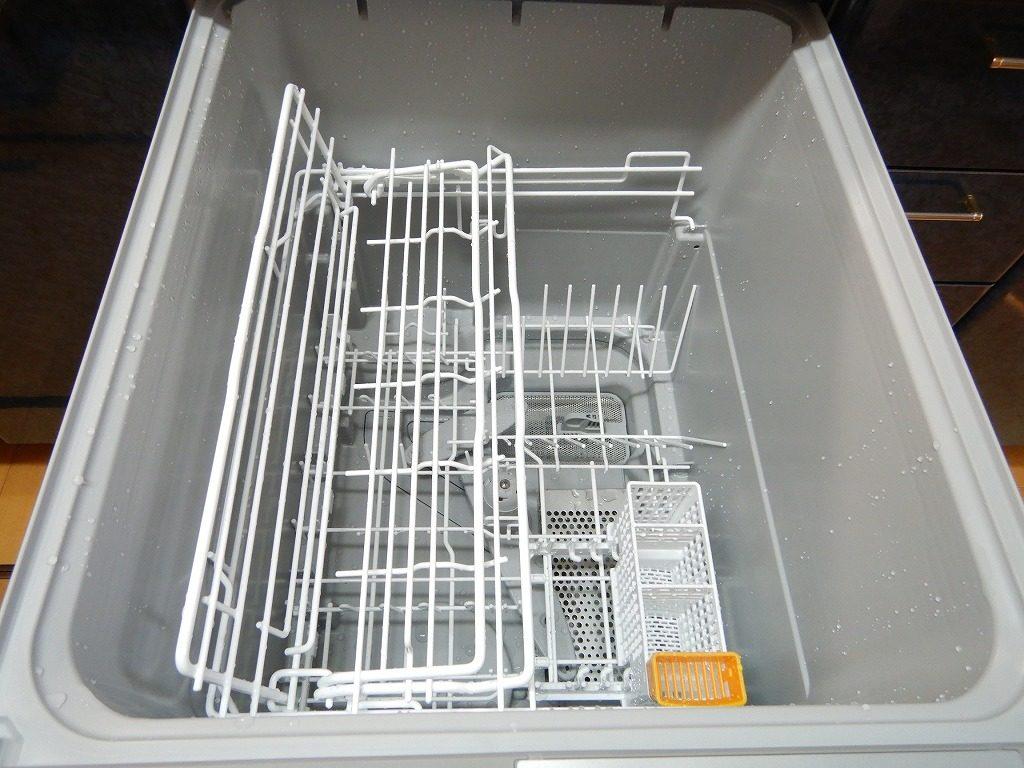 ムービングラックプラスで食器が入れやすい