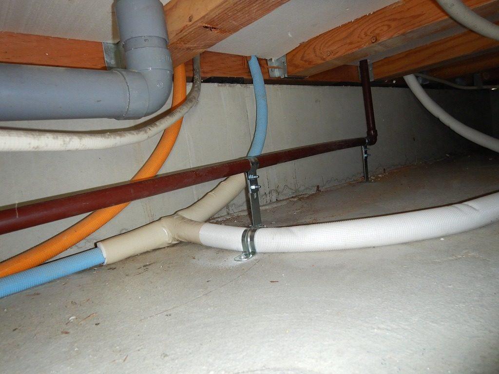 食洗機の給排水管を床下で分岐