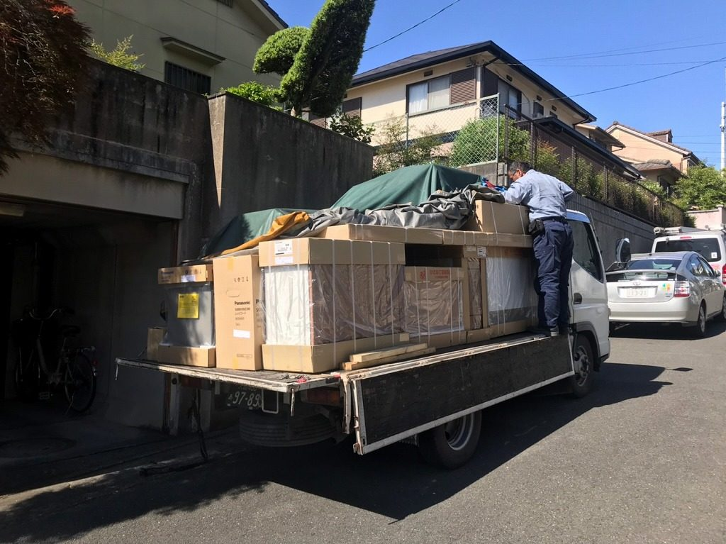 キッチンがトラックで搬送