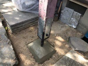 柱を補強金具で直す