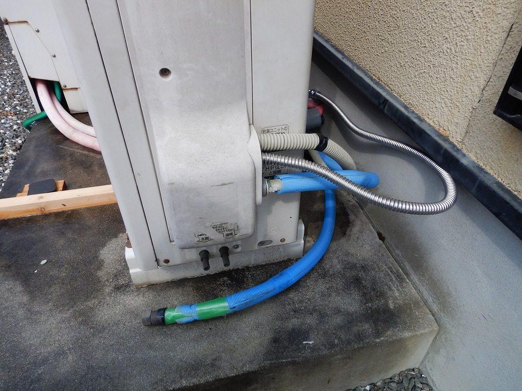 ヒートポンプの配管が水漏れ