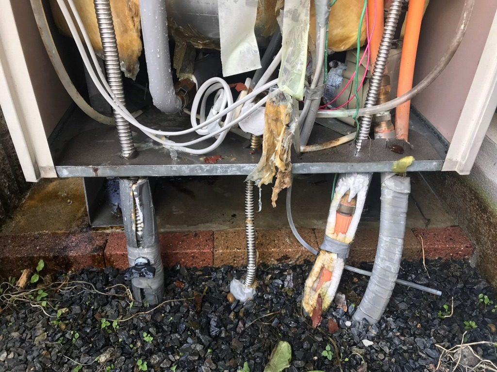 水漏れで保温材がボロボロ