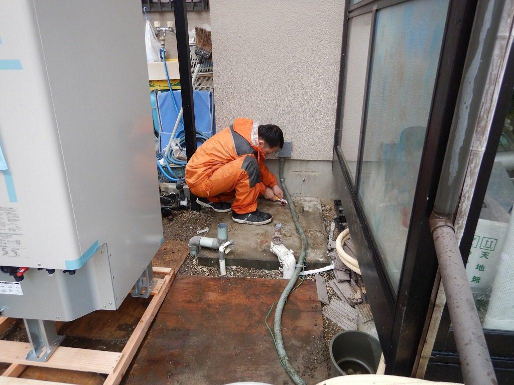 温水器を撤去したコンクリート