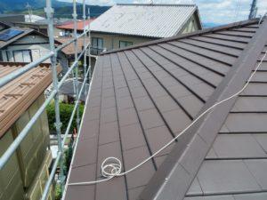 足場を組んで太陽光発電の工事