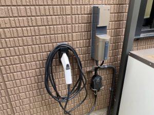 充電コネクタホルダとCCIDホルダ