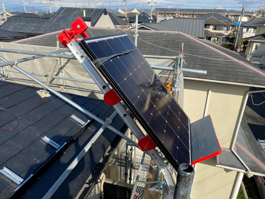 太陽光パネルはリフトで上げる
