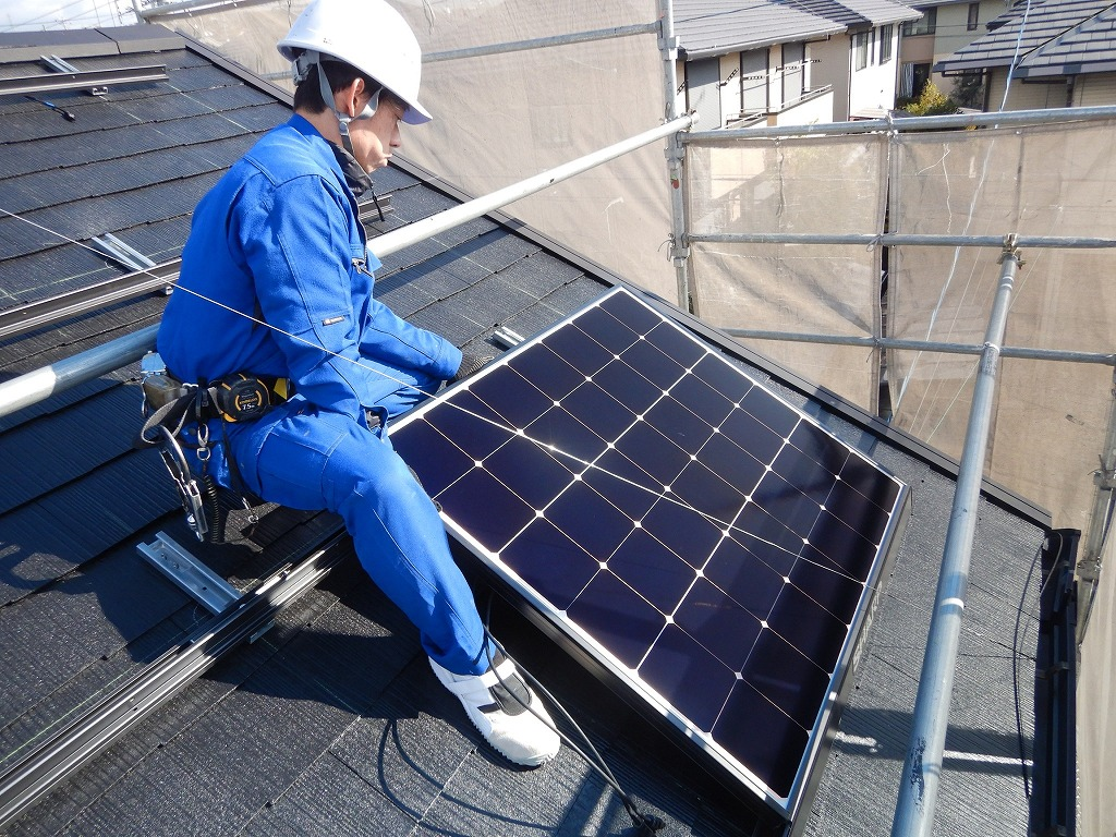 太陽光パネルを取付け