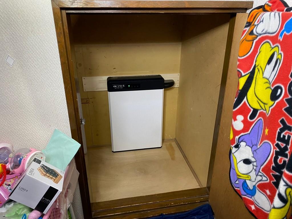 収納スペースに蓄電池を置ける