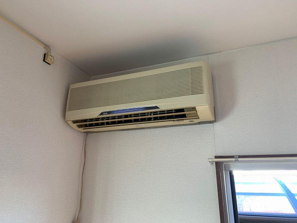 古いエアコン